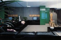 deep kelly green lacquered cabinets, black leather sectional on mirrored walls, wood Breuer chairs, and pastel pink accent pillows. manila-automat GA Houses, 1978 Salvati and Tresoldi various works. Vintage Interior Design, Vintage Interiors, Glass Brick, One Story Homes, Leather Sectional, Story House, Architectural Digest, Living Rooms, Color Pop