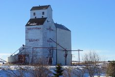 a grain elevator in Southey, Saskatchewan in the winter. Saskatchewan Canada, Building A Tiny House, Classic Building, Unique Buildings, World View, Farm Yard, Small Towns, Where To Go, Otter Creek