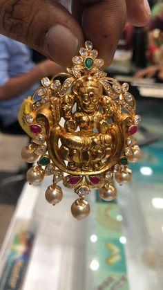 Jewelry Design Earrings, Gold Earrings Designs, Gold Jewellery Design, Beaded Jewelry, Anklet Jewelry, Pendant Jewelry, Gold Temple Jewellery, Real Gold Jewelry, Gold Jewelry Simple
