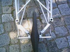 AW: Die schräge Liegeräder-Galerie  Ein Patent von 1869:  [IMG]  Da versucht man den exentrischen Ruf der Liegerädern anhaftet, zu verbessern, und dann...