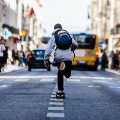 Construídas para enfrentar a exigência da vida urbana, as mochilas Dakine inspiram-se no estilo de vida ativo aliando conforto, qualidade e design. #Dakine #TrustedBackpacks #Since1979 #ericeirasurfskate #viveosonho #essbacktoschool16