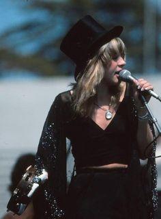 Stevie Nicks 1975 by Gudrun Heike Janis Joplin, Diana Ross, Jane Birkin, American Horror Story, Bob Marley, Woodstock, Stevie Nicks Fleetwood Mac, Stevie Nicks Witch, Stevie Nicks Costume