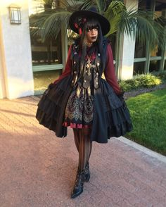 "Gothic Lolita - ""/cgl/ - Cosplay & EGL"" is imageboard for the discussion of cosplay, elegant gothic lolita (EGL), and anime conventions. Gothic Lolita Fashion, Punk Fashion, Asian Fashion, Fasion, Harajuku Mode, Harajuku Fashion, Afro Punk, Alternative Mode, Alternative Fashion"