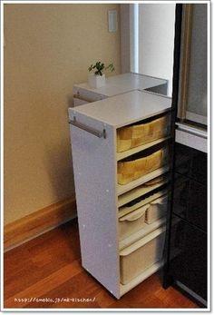 限られたスペースでたくさん収納したいときに最適なのが、キャスターと取っ手を取り付けた「キャスター付きカウンター」。  キッチンや押入れ収納などに大活躍してくれます。