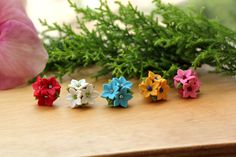 polymer caly flower studds :) Polymer Clay Jewelry, Stud Earrings, Flowers, Clay Ideas, Crafts, Paradise, Jewellery, Drink, Art