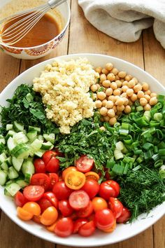 Chickpeas tabbouleh with fresh herbs oriental recipe for cheesecake . - - Chickpeas tabbouleh with fresh herbs oriental recipe for cheesecake . Herb Recipes, Healthy Recipes, Healthy Salads, Snacking, Fresco, Green Salad Recipes, Oriental Food, 100 Calories, Healthy Protein