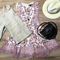 Spring vibes are in the air! 🌸 ~ @simplyjocie #fashion #style #instafashion #instastyle #ootd #outfit #dress #hat #purse #portland #shoplocal #shoplocalpdx #spring #springfashion #localbusiness #smallbusiness #hawaii #kauai