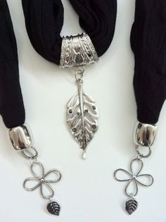 Pendant Scarf Leaves Black