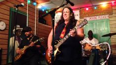 Joanna Connor   Little Wing at Kingston Mines club Chicago august 2014 MOV