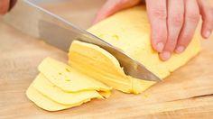 Приготовить домашний твердый сыр не так уж и сложно. Такой сыр можно смело давать малышу, ведь в нем не будет никаких ароматических добавок