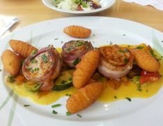 Schweinsfilet auf Gemüse-Paprika-Sauce - Rezept - ichkoche.at Paprika Sauce, Pork Recipes, Shrimp, Chicken, Meat, Cooking, Food, Carrots, Chef Recipes
