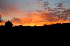 Juste une énergie fantastique  #chateaudelarochecourbon #larochecourbon #chateau #castle #charentemaritime #igerscharentemaritime #sunset #saintonge