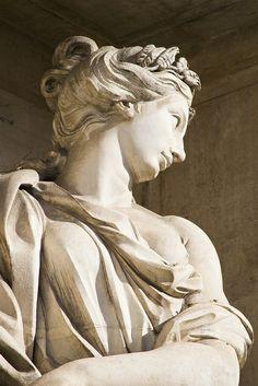 Fontana Di Trevi, close up. Greek Statues, Ancient Greek Sculpture, Roman Sculpture, Trevi Fountain, Classical Art, Cultura Pop, Renaissance Art, Greek Mythology, Aesthetic Art