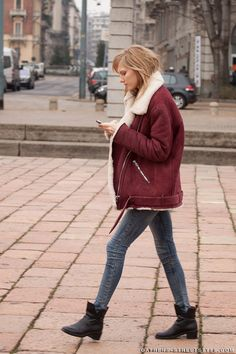 #MariqueSchimmel and that amazing Acne shearling number. #offduty in Milan.