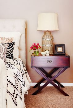 modern bedding mixed with antique bedside table, lamp, and frame #bedroom