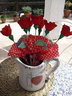 Rosas hechas con hueveras.