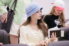 "Sparkle on✨ on Twitter: ""180518 GMP 🐥❤️🐥 @realfromis_9 #이나경 #나경 #NAGYUNG #fromis_9 #프로미스나인… "" South Korean Girls, Korean Girl Groups, Lee Seo Yeon, Teen Celebrities, Cosplay, Kpop, Beauty, Twitter, Fashion"