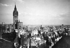 Кёнигсберг 1944 Результат бомбардировки центра города.Все дома без крыш и перекрытий. На первом плане, по центру, Жёлтая башня.