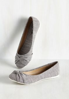 When every block of your agenda is booked, you know these grey chambray flats are a must! Melding comfort with cuteness, starring bow-like toe details, these versatile shoes make completing to-dos a blissful breeze.