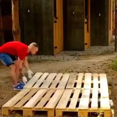 Pallet Dog House, Dog House Plans, Woodworking Shop, Woodworking Projects, Unique Woodworking, Popular Woodworking, Woodworking Plans, Carpentry Tools, Diy Wood Projects