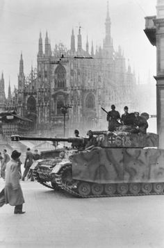 Occupation of Milan by the SS Leibstandarte Adolf Hitler, Panzer IV. Panzer Iv, Duomo Milano, Milan Duomo, Military Armor, Ww2 Tanks, World Of Tanks, German Army, Luftwaffe, Military History