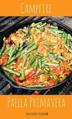 http://onegr.pl/1wWRn6m #vegan #vegetarian #campfire #paella #primavera #recipe