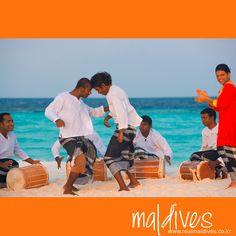 """몰디브를 방문해 본 적이 있는 분들이라면 """"보두베루""""를 보셨으리라 생각합니다.  보두베루는 아프리카의 음악&춤과 흡사한데요, 오래 전 인도양을 지나던 항해사들이 몰디브에 이런 문화를 전했다고 합니다. 보두베루는 11세기경 혹은 그 전부터 몰디브에서 시작되었으며, 몰디브를 대표하는 문화랍니다. 몰디브를 여행하신 다면, 리조트에서 제공하는 보두베루 공연을 꼭 한번 만나보시길 바랍니다. #리얼몰디브 #몰디브 #Maldives #몰디브여행사 #몰디브리조트 #traveling"""