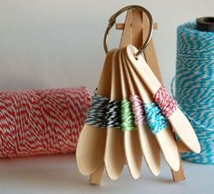 Twine for the road- using craft sticks. would be cute for a craft gift box Scrapbook Room Organization, Yarn Organization, Scrapbook Rooms, Organization Ideas, Scrapbooking, Craft Stick Crafts, Craft Gifts, Craft Sticks, Craft Packaging