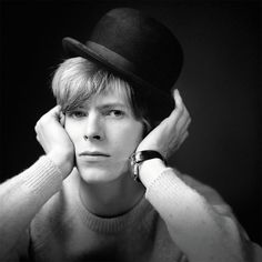 Never-Before-Seen Photos Of 20-Year-Old David Bowie Posing For His Debut Album Cover In 1967 | Bored Panda