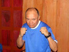 El Paraíso: Cultura e historia.: Isidro Pérez Jiménez, el campeón mundial de boxeo, en la categoría peso mosca. Foto tomada la última vez que El Sid visitó a su tío Vicente Marcelo Vega en El Paraíso, en junio de 2012.