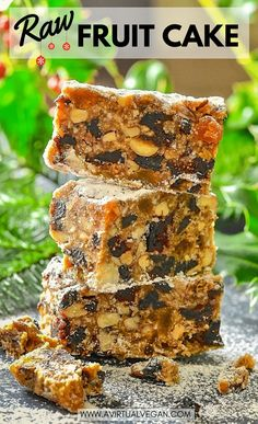 Festive fruit & nut flavours combine in this deliciously rich & moist Raw Vegan Fruit Cake. A fabulous alternative to traditional baked Christmas cake & so easy to make! #fruitcake #vegan #raw