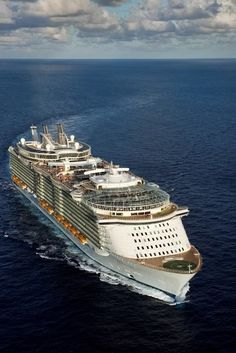 Cruising With a Celebrity: Are Celebrity Cruises Worth the Money? – Travel By Cruise Ship Royal Caribbean Ships, Royal Caribbean Cruise, Cruise Travel, Cruise Vacation, Bateau Yacht, Enchantment Of The Seas, Best Cruise Ships, Sports Nautiques, Luxury Yachts