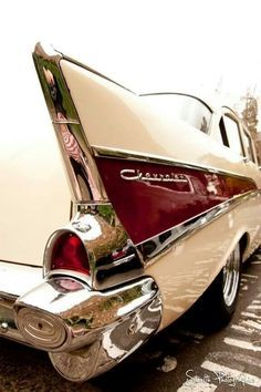 Chevrolet lifestyleA real classic the 1957 Chev Brought to you by House of HOT! Rear Ends – Car Picture Galleries Auto Retro, Retro Cars, Vintage Cars, Antique Cars, Hot Rods, Chevrolet 1957, 1957 Chevy Bel Air, Automobile, American Classic Cars
