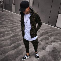 """5,674 Likes, 180 Comments - Blogger/Influencer (@massiii_22) on Instagram: """"Streetstyle..."""""""