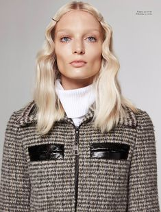 : LUNDLUND : : : COLUMBINE SMILLE Love the nude, glowy skin, set waves and spidery lashes