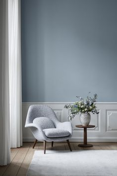SWOON CHAIR - Designer Armchairs from Fredericia Furniture ✓ all information ✓ high-resolution images ✓ CADs ✓ catalogues ✓ contact information. Bedroom Wall Colors, Room Colors, Home Wall Decor, Home Decor Bedroom, Plywood Furniture, Office Furniture, Interior Walls, Interior Design Inspiration, Decoration