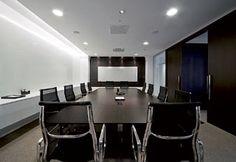 Sala de conferência da presidência, com ambientação sóbria e comtemporânea