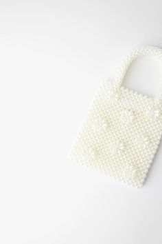 PEARL HANDBAG | ZARA United States Leather Bag Design, Denim Handbags, Popular Handbags, White Handbag, Beaded Bags, Acrylic Beads, Vintage Handbags, Pearl Beads, Fashion Bags