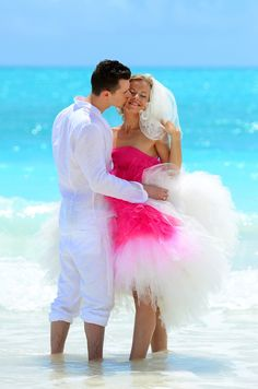You'll love everything about this carefree destination wedding in The Bahamas! #WeddingMoons #NoWorryMoment