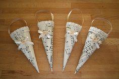 Kifli és levendula: Karácsonyi dekoráció kottapapírból