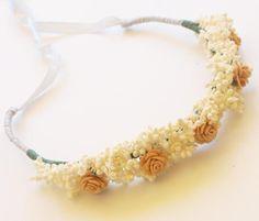Corona de flores medieval blanca