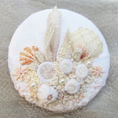 Wonderful Ribbon Embroidery Flowers by Hand Ideas. Enchanting Ribbon Embroidery Flowers by Hand Ideas. Creative Embroidery, Hand Embroidery Designs, Embroidery Patterns, Crazy Quilting, Silk Ribbon Embroidery, Crewel Embroidery, Textile Fiber Art, Brazilian Embroidery, Wedding Pins