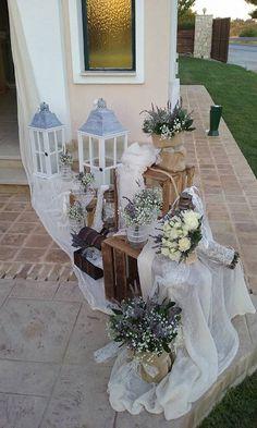 Διακόσμηση γάμου με vintage πινελιές,στο κτήμα Ιοκάστη στο Καπανδρίτι, από την ομάδα του Vourlos Confetti www.vourlos.com