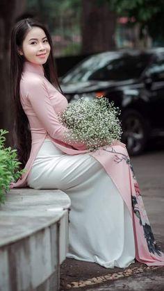 Vietnamese Clothing, Vietnamese Dress, V Dress, Bridesmaid Dresses, Wedding Dresses, Ao Dai, Asian Girl, Sequin Skirt, Long Hair Styles