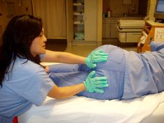 Cook Counter-pressure: Relieving back and pelvic pain during labor: -OP: this first technique is great to show partners. I totally remember when B did this while I was in labor, and how heavenly it was. Birth Doula, Baby Birth, Student Midwife, Doula Training, Doula Business, Prenatal Massage, Doula Services, Pregnancy Labor, Vegan Pregnancy
