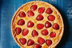 Enjoy a slice of summer with this dairy- and gluten-free dessert. Healthy Cake, Healthy Baking, Healthy Treats, Healthy Food, Tart Recipes, Almond Recipes, Delish Cakes, Frangipane Tart, Sugar Free Recipes
