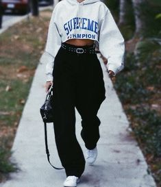 8 ways to style a hoodie as a lazy college student - fits your own style . - 8 Ways To Style A Hoodie As A Lazy College Student – Fits your own style instead of hours of prep - Edgy Outfits, Cute Casual Outfits, Mode Outfits, Retro Outfits, Fall Outfits, Vintage Outfits, Fashion Outfits, Womens Fashion, Grunge Outfits