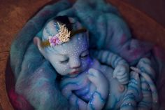 In light of the 10 year anniversary of Avatar and with all the talk about the sequel, we thought we'd revisit the Na'vi babies. Many are familiar with the Reborn type dolls. We don't cover them here but we do discuss Silicon Avatar Baby Doll and more. Avatar Babies, Silikon Wiedergeborene Babys, Silikon Baby, Silicone Reborn Babies, Reborn Baby Dolls, Avatar 2 Movie, Kino News, Bebe Love, Reborn Babies