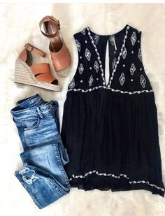 Black and white sleeveless blouse, distressed jeans and wedge sandals! Right on trend for 2018! Try Stitch Fix now and get a $25 credit for a limited time!! Perfect put together looks for spring and summer. Sign up for stitch fix today and get amazing pieces delivered straight to your front door by your own personal stylist. Keep only what you love or send it all back. Free shipping both ways! #stitchfix #summeroutfit #fashioninspiration #outfitinspiration