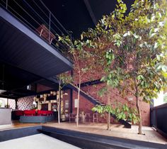 Image 6 of 13 from gallery of 36 BTrd / DP Architects. Courtesy of dp architects Architecture Résidentielle, Tropical Architecture, Dp Architects, Passive Design, Indoor Trees, Indoor Outdoor, Rustic Loft, Red Brick Walls, House In Nature
